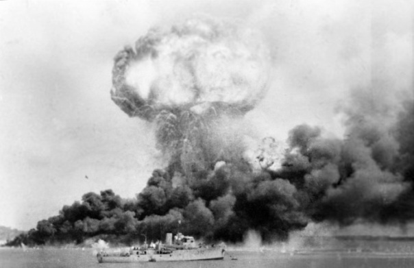 Japan attacks Australia Darwin in flames - February 19th, 1942