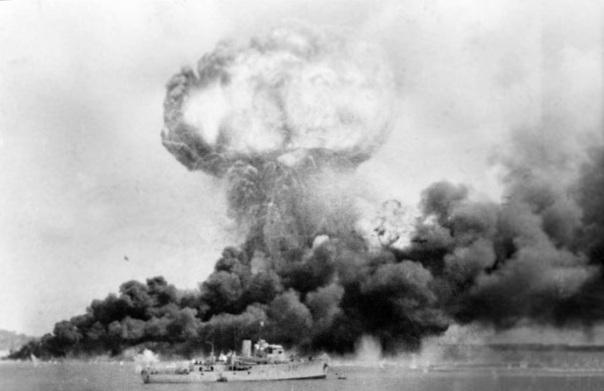 Japan attacks Australia Darwin in flames - February 19th, 1942
