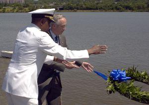 800px-US_Navy_020522-N-5101M-004_Memorial_Service_Ceremony
