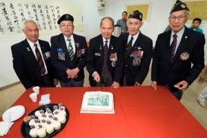 Veterans from Force 136; Hank Lowe, Gordon Quan, Tommy Wong, Charlie Lee & Ronald Lee, cut their cake, 14 May 2016