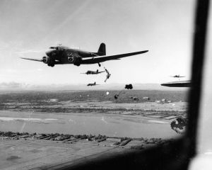 11th-airborne-paradrop-june-45-luzon-8x10 (800x640)